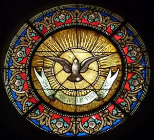 659px-Sainte-Foy,_chapelle_des_Pénitents_blancs_de_Montpellier._Oculus_du_Saint-Esprit_symbole_de_la_Confrérie (1)